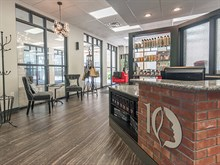 10 Salon & Spa in Bloomington