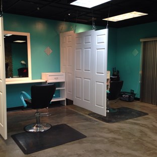 Mirror Salon Studio in Peoria