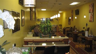 V Nails spa in Jamestown
