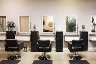 Vibrations Salon in Lacey